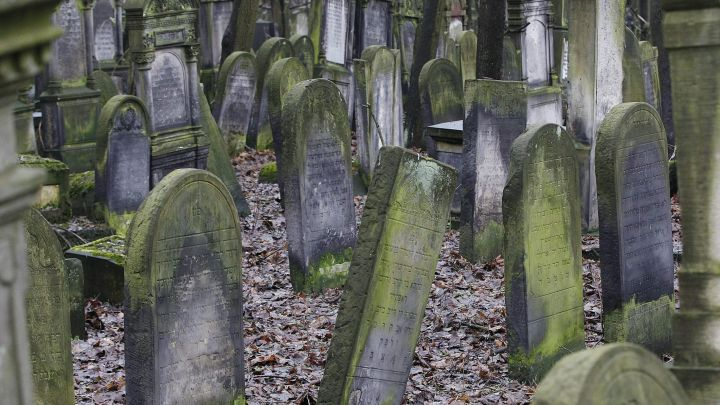 Who's responsible for neglected Jewish cemeteries in Poland