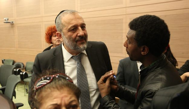 An asylum seeker at the Knesset speaks to Israeli Interior Minister Arye Dery, January 29, 2018.