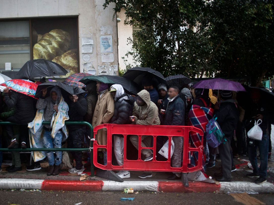 The abject misery of standing in line to apply for asylum in asylum seekers wait outside israels interior ministry in tel aviv meged gozani stopboris Image collections