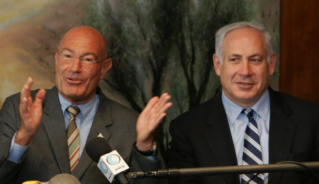 Hollywood mogul Arnon Milchan with Benjamin Netanyahu in 2005.