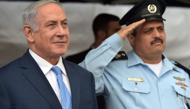 Netanyuahu and police chief Roni Alsheich, November, 2017.