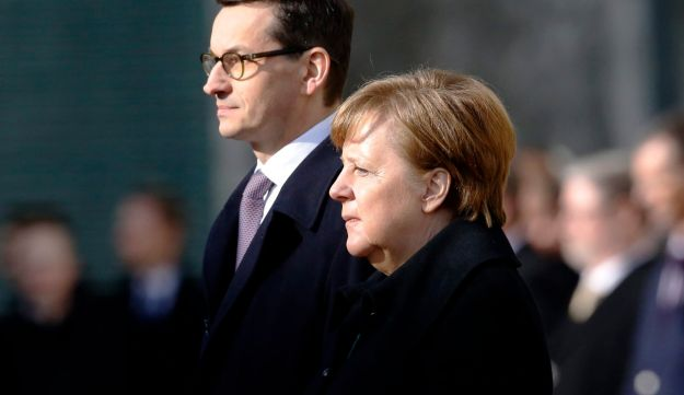 German Chancellor Angela Merkel, right, and Polish Prime Minister Mateusz Morawiecki at a welcoming ceremony prior to a meeting in the chancellery in Berlin, Germany. Feb. 16, 2018