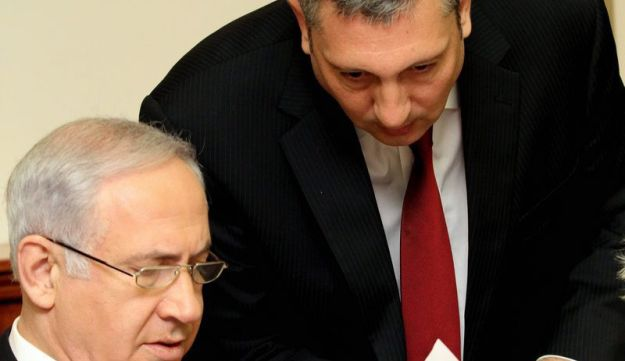 Nir Hefetz, right, with Prime Minister Benjamin Netanyahu in 2010.