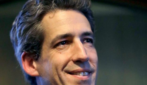 Illinois Sen. Daniel Biss talks to students during a campaign stop on the University of Chicago campus, February 2, 2018.