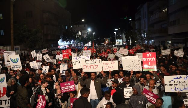 Israelis and African asylum seekers protest against deportations and imprisonment, Tel Aviv, February 24, 2108.