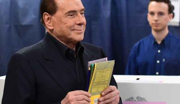 Silvio Berlusconi, leader of right-wing party Forza Italia, prepares to vote on March 4, 2018 at a polling station in Milan