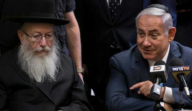 FILE PHOTO: Deputy Health Minister Yaakov Litzman  with Prime Minister Benjamin Netanyahu at the Knesset, October 23, 2017.