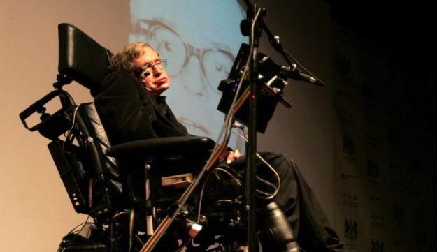 Stephen Hawking speaks to students at the Bloomfield Museum of Science in Jerusalem, December 10, 2006.
