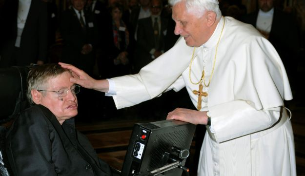 Pope Benedict XVI (R) greets British professor Stephen Hawking during a meeting of science academics at the Vatican October 31, 2008