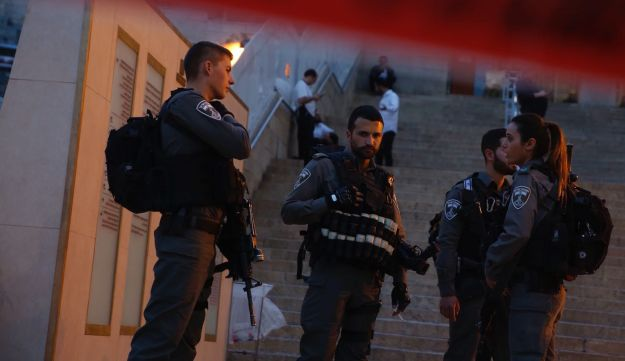Police at the scene of the stabbing in Jerusalem.אזור זירת הפיגוע, היום