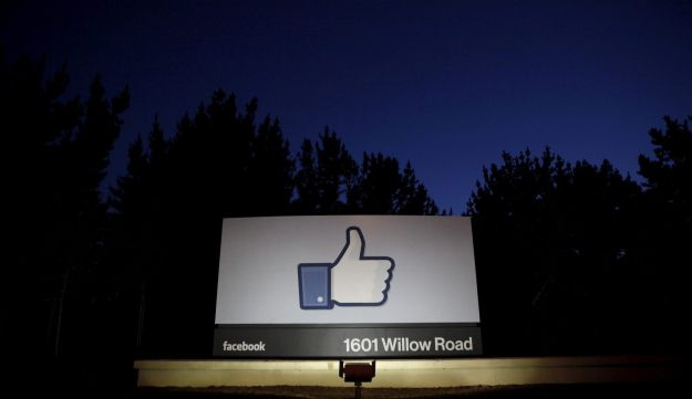 FILE PHOTO: The sun rises behind the entrance sign to Facebook headquarters in Menlo Park before the company's IPO launch, May 18, 2012.  REUTERS/Beck Diefenbach/File Photo