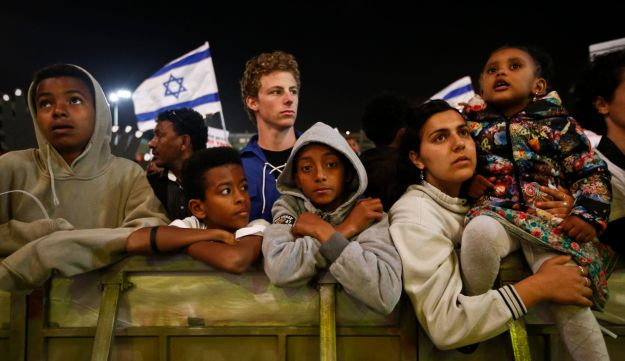 Israelis and asylum seekers at the rally against deportation in Tel Aviv's Rabin Square, March 24, 2018.