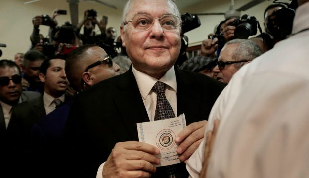 Egyptian presidential candidate Moussa Mustafa Moussa holds a ballot before casting his vote