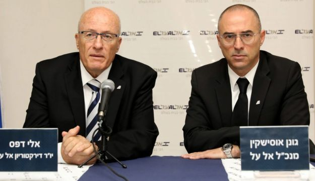 Chairman of El Al board, Eli Defes with the CEO, Gonen Ussishkin, at a press conference, March 28, 2018.