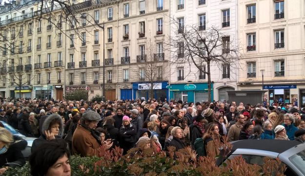 Thousands march in Paris in memory of slain Holocaust survivor Mirielle Knoll on March 28, 2018.