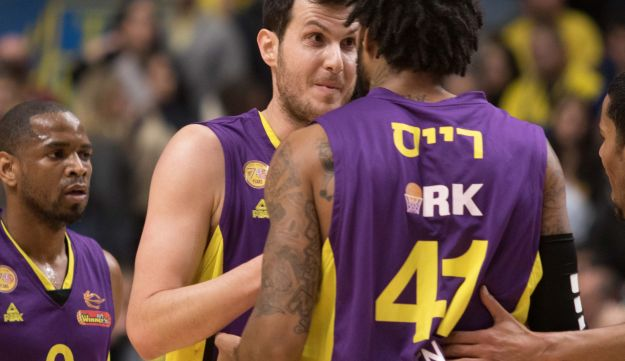 Guy Pnini and Glen Rice Jr. during a game