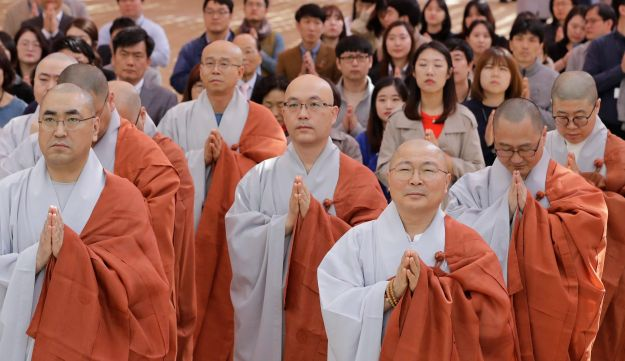 Buddhist monks put their hands together to wish for a successful inter-Korean summit at the Jogye temple in Seoul, April 26, 2018.
