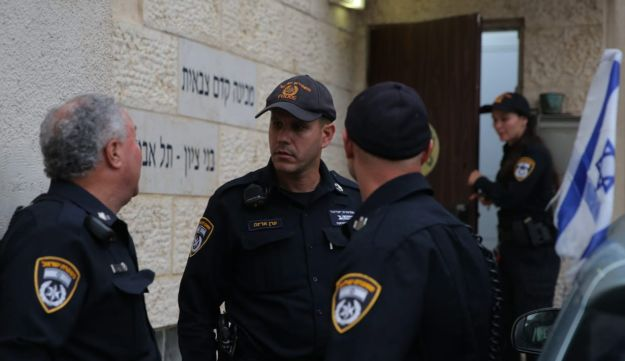 Police at the Ben Tzion mechina in Tel Aviv.