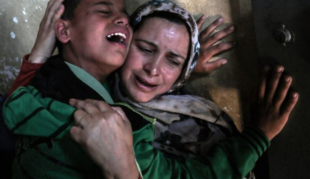 Relatives of Palestinian Tahrir Wahada, 18, mourn during his funeral in Khan Yunis, in the southern Gaza Strip April 23, 2018
