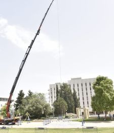 The EggCopter crane