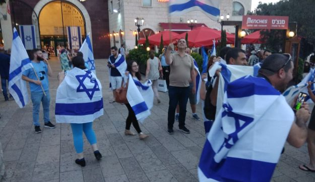 Right-wing demonstrators flew the Israeli flag at the protest in Haifa, May 20, 2018.