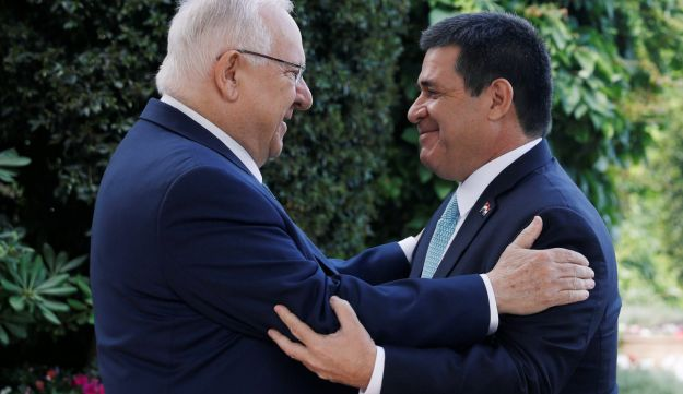 Israeli President Reuven Rivlin embraces Paraguayan President Horacio Cartes upon his arrival for a meeting at his residence in Jerusalem, ahead of the dedication ceremony of the embassy of Paraguay in Jerusalem, May 21, 2018. REUTERS/Ronen Zvulun
