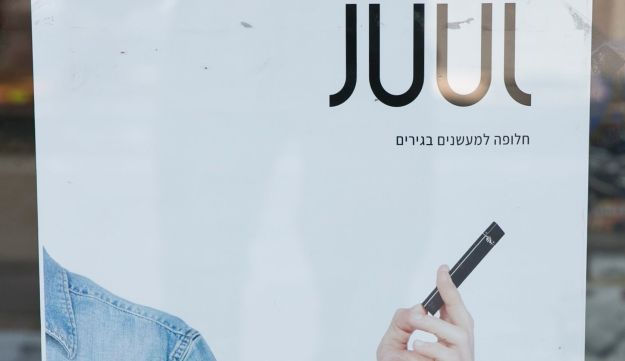 An advertisement of Juul's cigarettes in Tel Aviv, May 2018