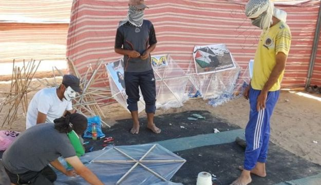 Young Gazans preparing to launch incendiary kites into Israel last week.