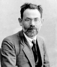 Joseph Klausner. Warned of the influence of Arab culture on the Jews.
