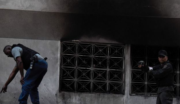 Security forces check a building after an explosion was heard during a ceremony attended by Venezuelan President Nicolas Maduro in support of the National Guard in Caracas on August 4, 2018