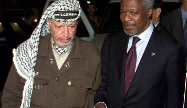Former Palestinian Authority President Yasser Arafat walks with former UN Secretary General Kofi Annan's after they concluded talks in Gaza, October 10, 2000