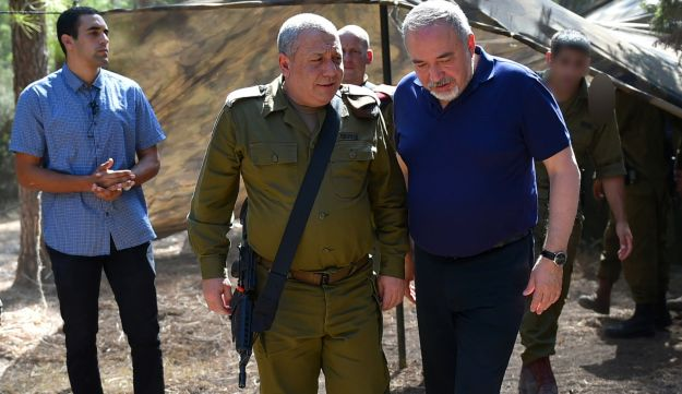 Lieberman and Eisenkot in an exercise in northern Israel, September 4, 2018.