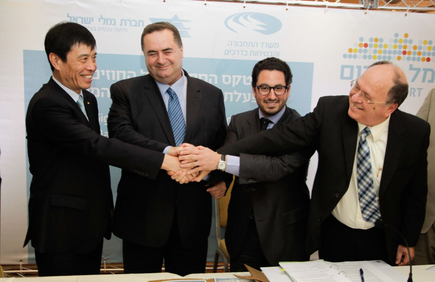 Israeli, Chinese and Dutch officials sign agreements for foreign operation of Haifa and Ashdod ports, in 2015.