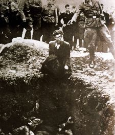 A German soldier shooting an Ukrainian Jew during a mass execution in Vinnitsa, Ukraine, between 1941 and 1943