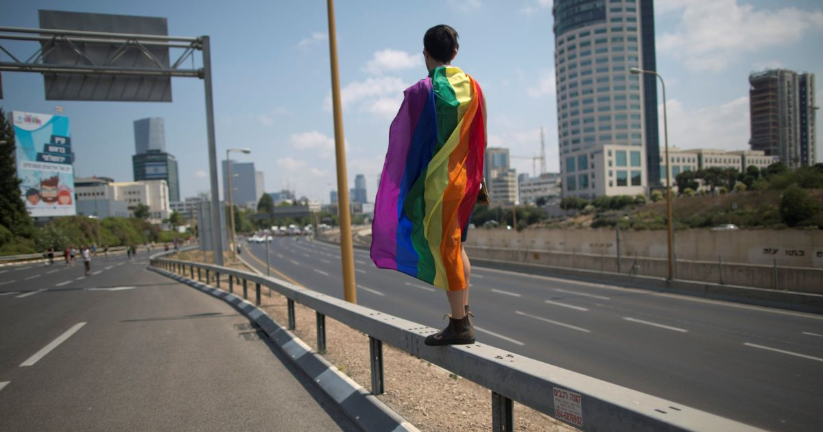 Israeli doctors ban 'conversion therapy' for gay people