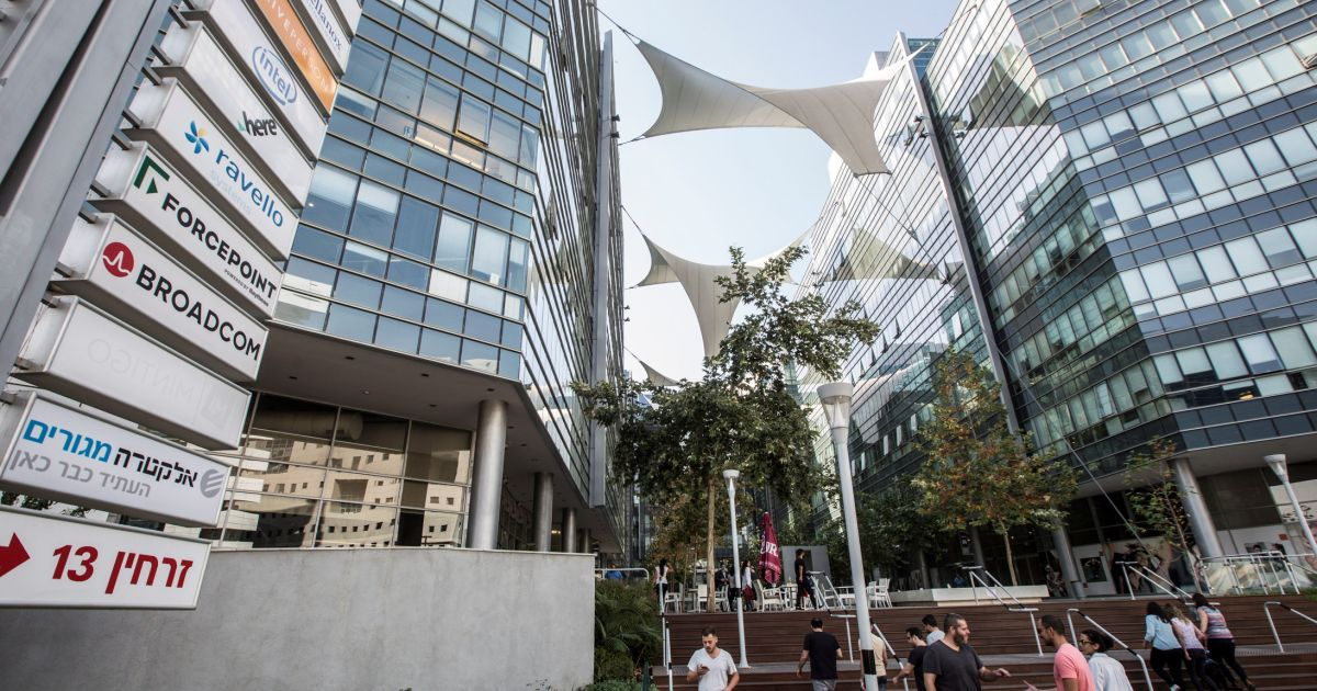 Israel May Be Lauded as 'Startup Nation,' but Its Innovation Ends at Tel Aviv's Limits