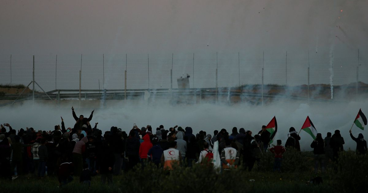Thousands of Palestinians Protest at Gaza Fence, at Least 11 Reportedly Wounded by Live Fire