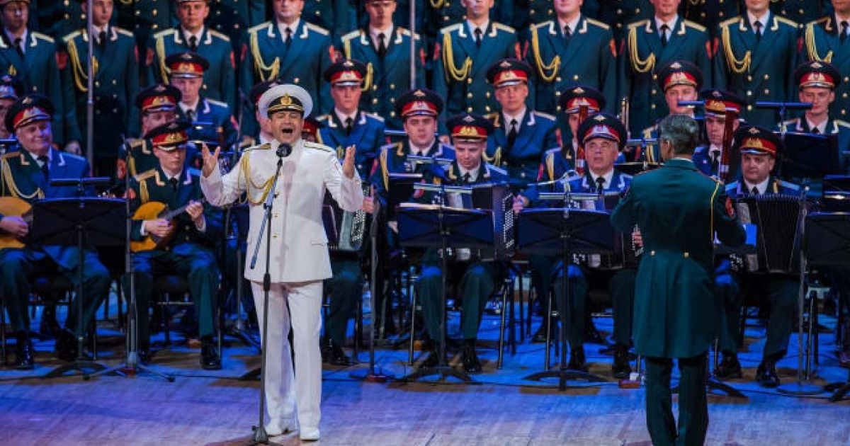 Plane crash and politics notwithstanding, Red Army Choir