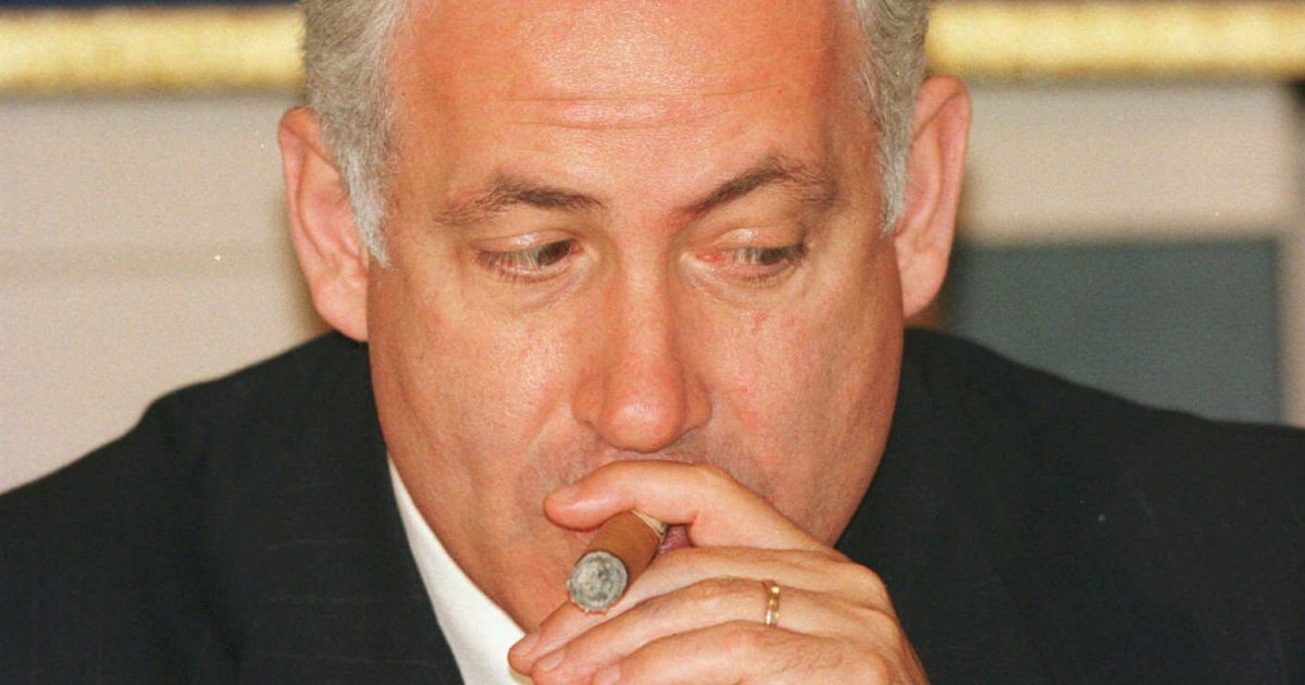 Analysis Netanyahu's Elaborate Defense Leaves Key Question Unanswered: Why Did He Take the Cigars?