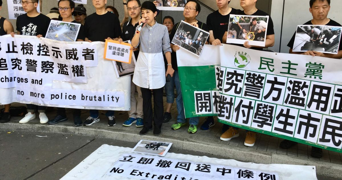 Lawmakers Revive Plan To Curb Restraint >> Hong Kong Leader Delays Extradition Bill But Activists Plan To