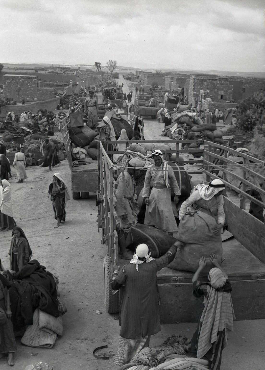 The evacuation of Iraq al-Manshiyya, near today's Kiryat Gat, in March, 1949.