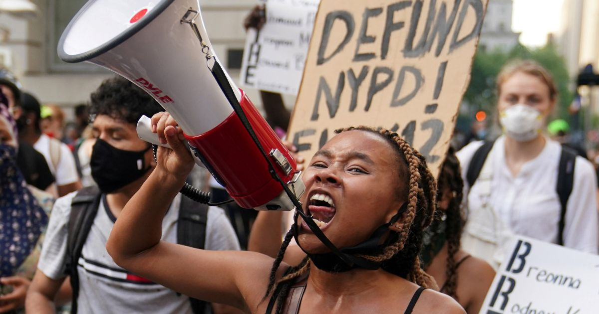 Defund the Police - or Buy Them Lunch? The Debate Raging Within N.Y.'s Jewish Community