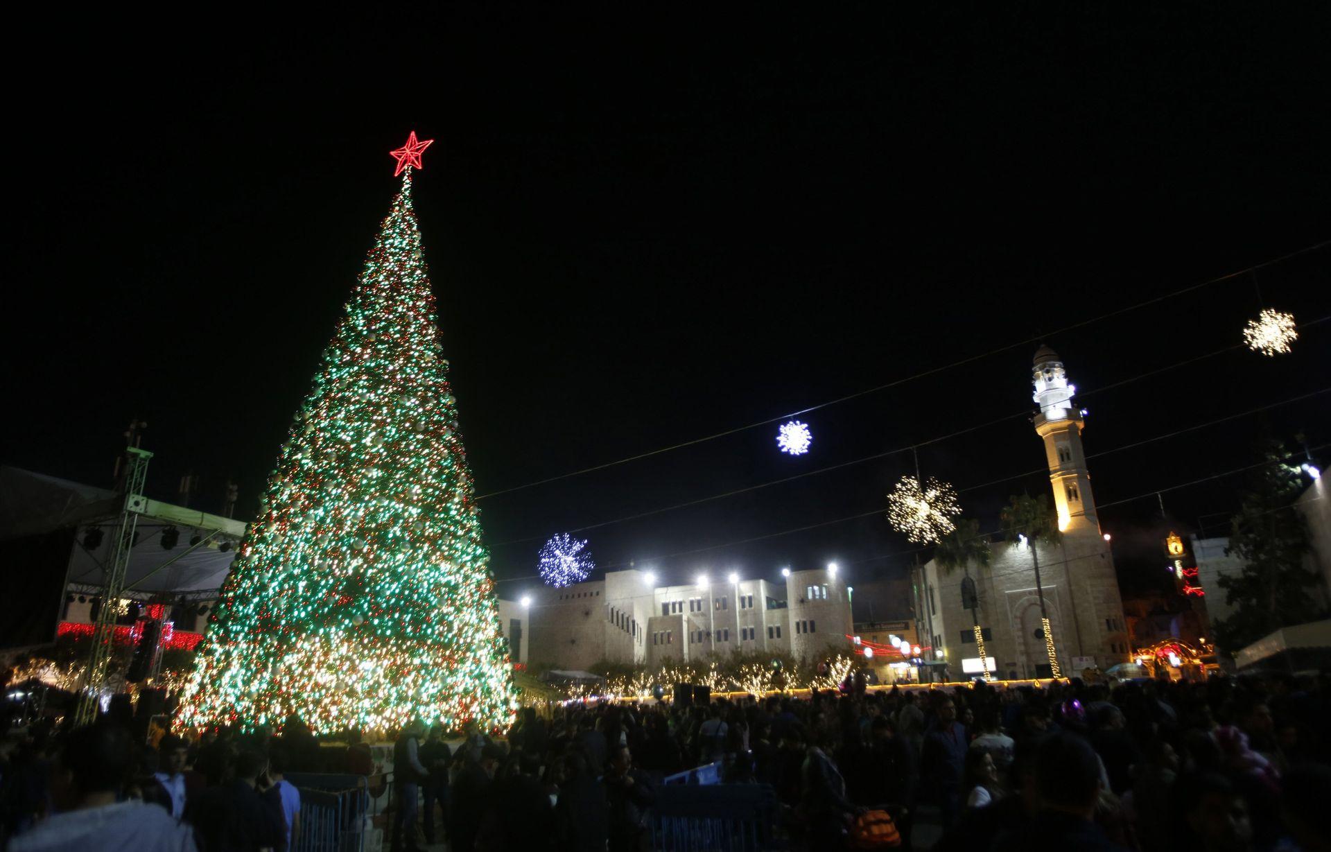 WATCH: Christmas tree lighting in Bethlehem - Video - Haaretz.com